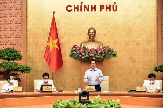 Thủ tướng chủ trì cuộc họp về phòng chống Covid-19. Ảnh: VIẾT CHUNG