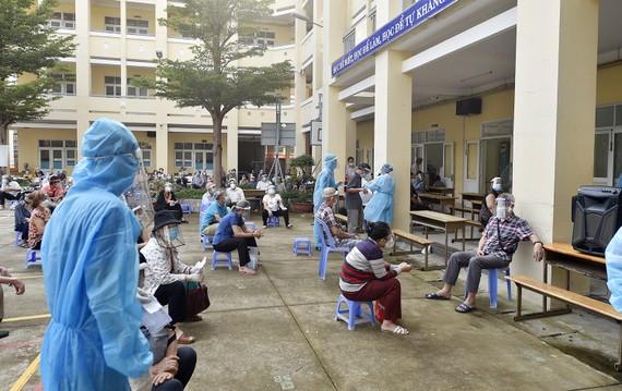 Tiêm vaccine phòng Covid-19 cho người dân