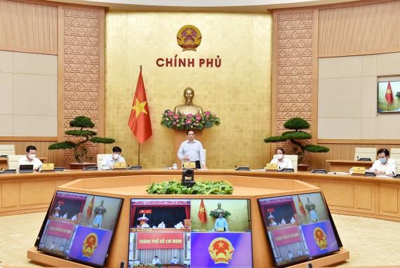 Thủ tướng Phạm Minh Chính chủ trì và phát biểu tại cuộc họp trực tuyến với lãnh đạo Thành phố Hồ Chí Minh về triển khai các biện pháp phòng, chống dịch Covid-19, ngày 8-7. Ảnh: VIẾT CHUNG