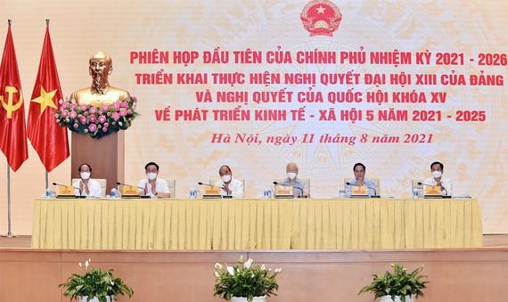 Tổng Bí thư Nguyễn Phú Trọng và các đồng chí lãnh đạo dự phiên họp toàn thể đầu tiên của Chính phủ khóa XV nhiệm kỳ 2021-2026. Ảnh: VIẾT CHUNG