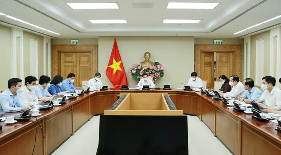 Phó Thủ tướng Vũ Đức Đam chủ trì cuộc làm việc về tình hình thực hiện kế hoạch năm học 2021-2022