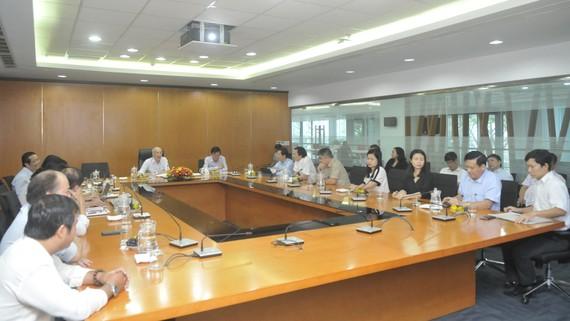 Quang cảnh buổi làm việc của đồng chí Phan Nguyễn Như Khuê, Trưởng Ban Tuyên giáo Thành ủy TPHCM với Báo SGGP. Ảnh: ĐỨC THIỆN