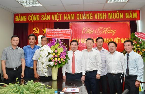 Chủ tịch UBND TPHCM Nguyễn Thành Phong thăm Tạp chí Cộng Sản. Ảnh: VIỆT DŨNG
