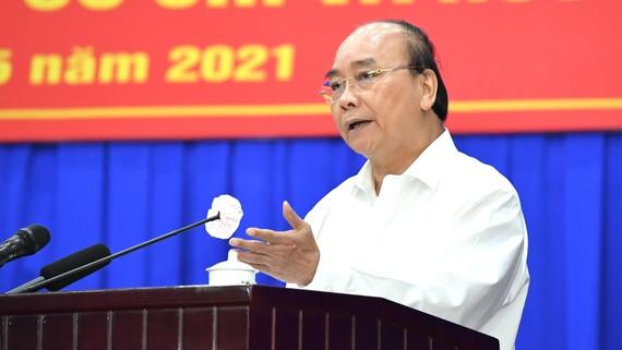 Chủ tịch nước Nguyễn Xuân Phúc tiếp xúc cử tri huyện Củ Chi (TPHCM) sáng 14-5. Ảnh: VIỆT DŨNG