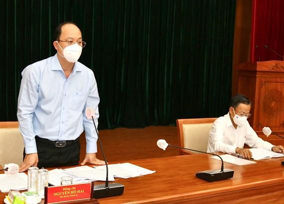 Phó Bí thư Thành ủy TPHCM Nguyễn Hồ Hải phát biểu tại cuộc họp. Ảnh: VIỆT DŨNG