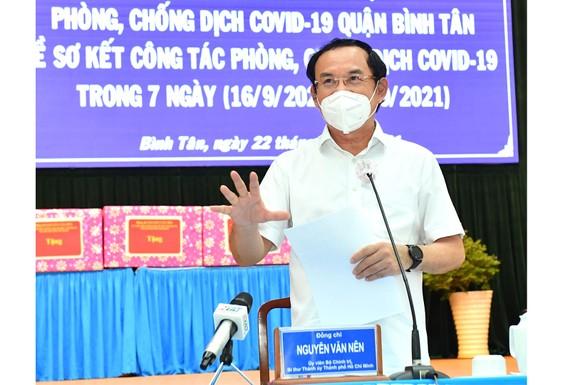 Bí thư Thành ủy TPHCM Nguyễn Văn Nên phát biểu trong buổi làm việc với quận Bình Tân về phòng chống dịch Covid-19. Ảnh: VIỆT DŨNG