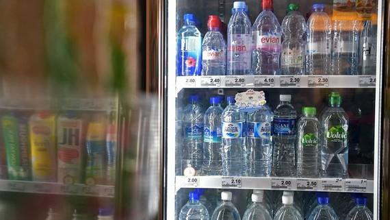 WHO cho biết cần kiểm định thêm về trường hợp nước đóng chai