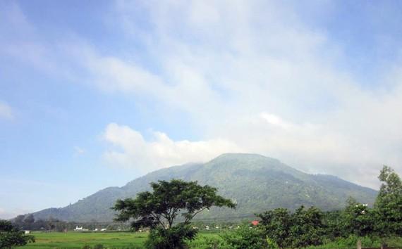 Núi Chứa Chan cao thứ hai ở Đông Nam bộ