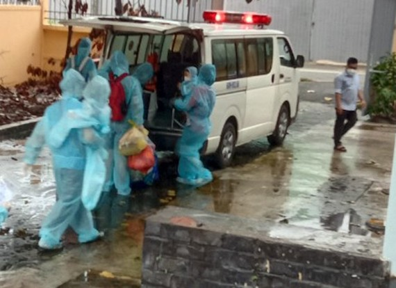 Những bệnh nhân Covid-19 đang được đưa về nhà sau khi chữa khỏi bệnh
