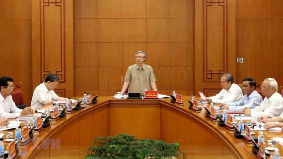 Đồng chí Trần Quốc Vượng, Ủy viên Bộ Chính trị, Thường trực Ban Bí thư, Phó trưởng Ban Chỉ đạo chủ trì cuộc họp. Ảnh: TTXVN