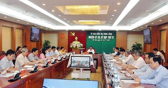 Đồng chí Trần Cẩm Tú, Bí thư Trung ương Đảng, Chủ nhiệm UBKTTƯ chủ trì kỳ họp
