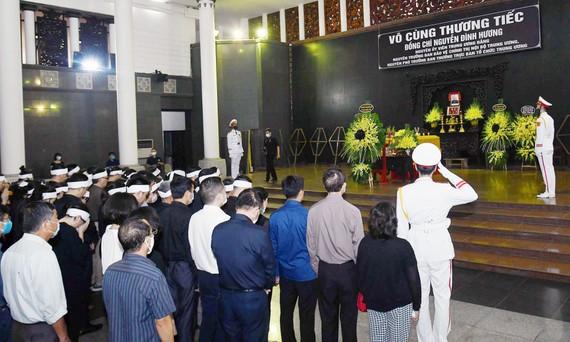 Lễ tang nguyên Phó trưởng Ban Tổ chức Trung ương Nguyễn Đình Hương. Ảnh: VIẾT CHUNG