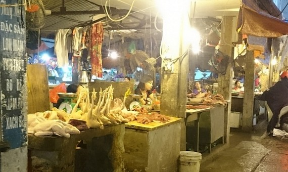 The booths to sell Vietnamese meat are seen no consumers (Photo: SGGP)