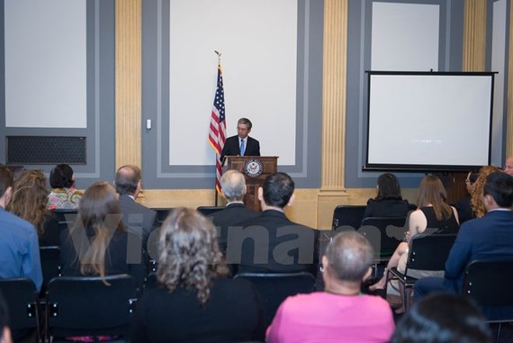 """Ambassador Pham Quang Vinh at the film screening event. """"Chau, beyond the lines"""", a 35-minute documentary about Vietnamese AO victim was on screen at the US Senate headquarters on June 28. (Photo: VNA)"""