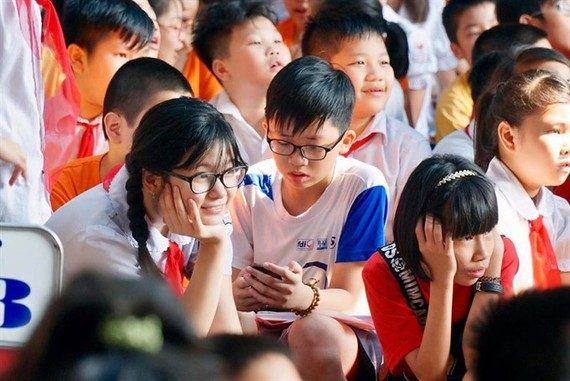 Students at Trung Trac Primary School in Hanoi. Hundreds of parents have joined lucky draws to get a place for their kids at State-owned pre-schools, especially in Hanoi's new urban areas, due to the severe shortage of public facilities there. (Photo: VNA