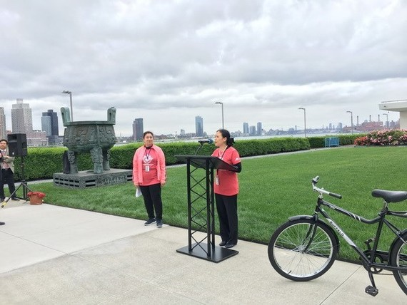 Ambassador Nguyen Phuong Nga, Permanent Representative of Vietnam to the UN addresses the first celebration of the World Bicycle Day held by the UN on June 3 in New York (Photo: VNA)