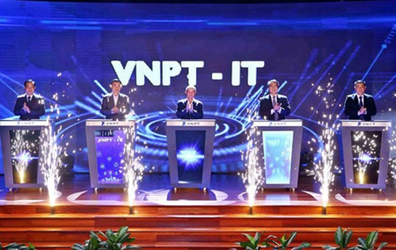 Leaders of the Ministry of Information and Communications as well as VNPT in the grand opening ceremony of VNPT-IT on June 12, 2018. Photo by T.B