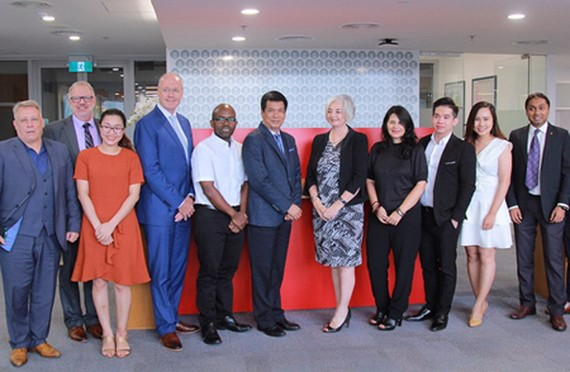 Leaders of RMIT University Vietnam and Saigon Innovation Hub in the signing ceremony