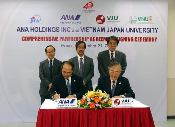 Vietnam-Japan University signs cooperation deal with Japanese group