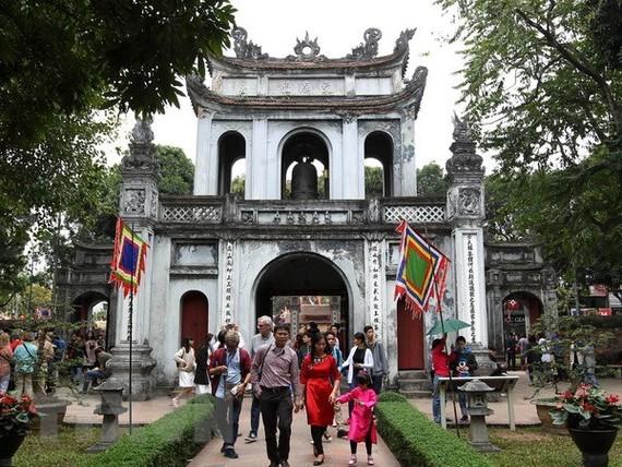 Tourists visit Temple of Literature - a tourist attraction in Hanoi (Source: VNA)