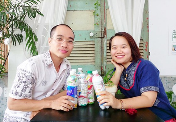 Mr. Tran Anh Tuan and Ms. Nguyen Binh Minh with their EcoBricks