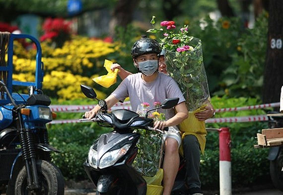 City dwellers flock to buy flowers yesterday