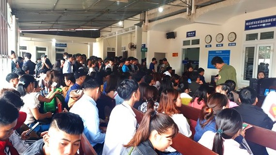 Thousands of people in Ha Tinh apply for passport to work abroad