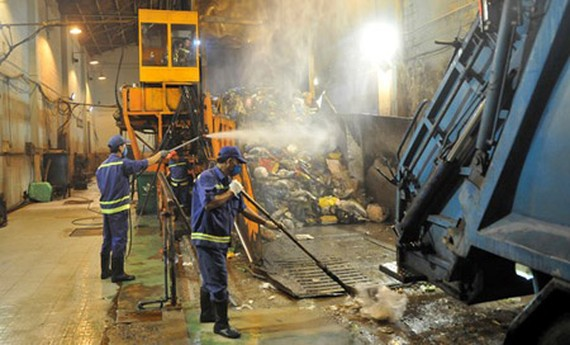 Household refuse is treated in the HCMC Urban Environment Company Limited. Photo by Cao Thang