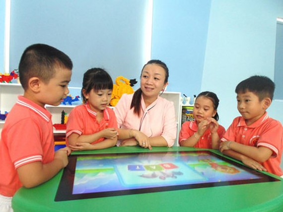 A teacher and her pupils learning with an interactive board in Mang Non 1 Kindergarten (District 10)