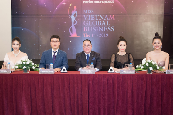 The judging pannel of the pageant (Photo: vnexpress.net)