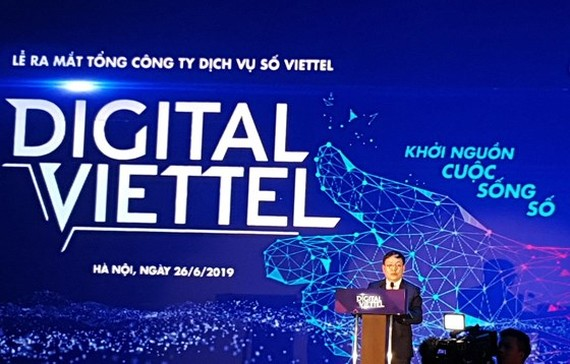Acting chairman cum general director of Viettel Group Le Dang Dung speaks at the launching ceremony  (Photo: SGGP)