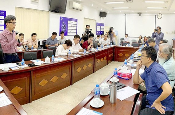 DoST and scientists, businesses discuss the construction of a new Innovative Startup Center in HCMC. Photo by T.Ba