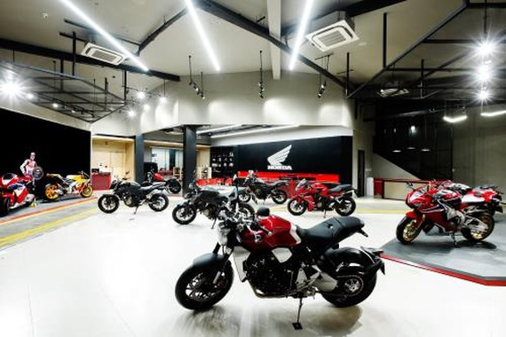 A Honda showroom in HCM City. Members of the Vietnam Association of Motorcycle Manufacturers reported lower sales in the second quarter, but Honda Vietnam says it has introduced new models and versions of motorbikes with larger engines to satisfy domestic