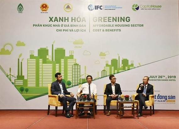 Experts and real estate developers discuss the development of affordable green housing in Vietnam. (Photo: VNA)