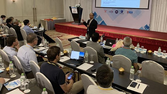 Domestic and international scientists are discussing in the 4th international conference on computational science and engineering (ICCSE-4) in HCMC. Photo by T.Ba