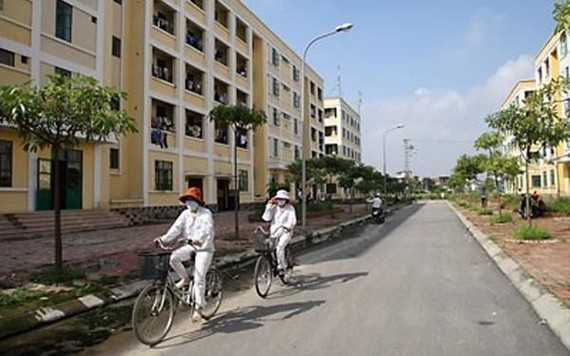 Accommodation for low-income workers in industrial and economic zones (IZs and EZs) has become more scarce in the face of increasing demand. (Photo: vov.vn)