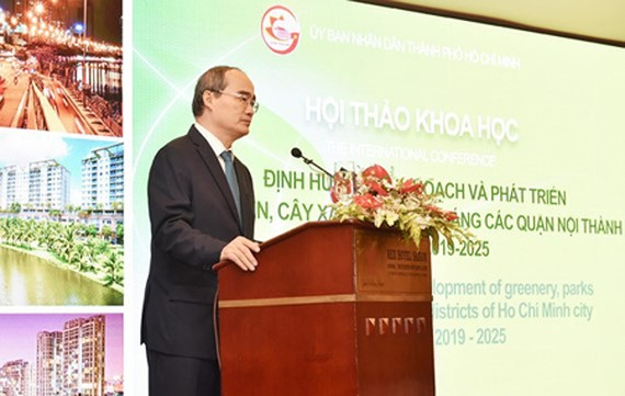 HCMC Party Chief Nguyen Thien Nhan is delivering his speech in the conference. (Photo: SGGP)