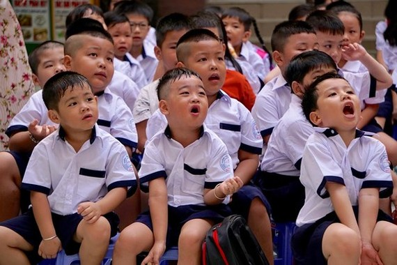First graders at the first day of the new school year (Photo: SGGP)