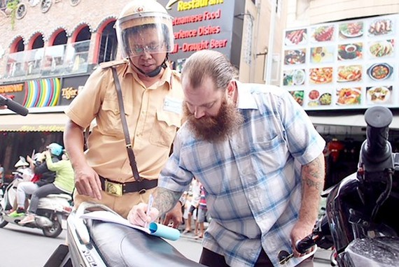 Traffic police find difficult to punish foreigners because of language barrier