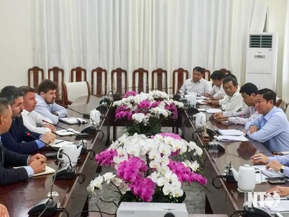 Russian enterprise wants to build power plant in Ninh ThuanThe working session between Technoprom Export and NInh Thuan authorities on Thursday. Photo baoninhthuan.com.vn