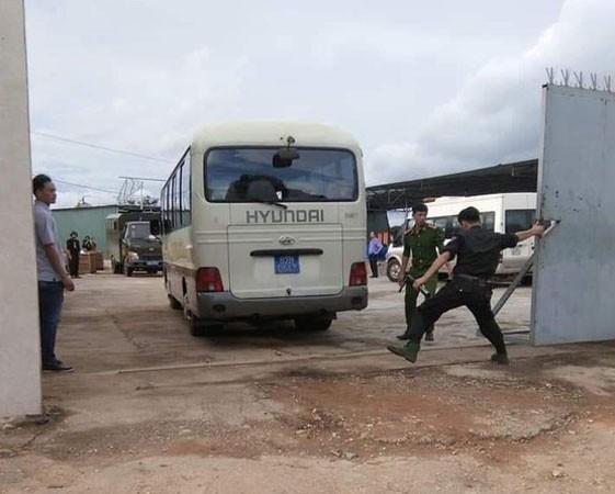 Police cordon off the warehouse (Photo: SGGP)