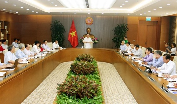 The meeting of the national financial and monetary policy advisory council in Hanoi on September 25 (Photo: VNA)