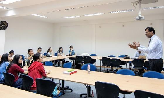 A class with foreign teacher in VNUHCM (Photo: SGGP)