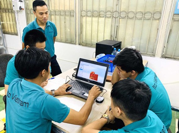 Engineers of ITO Vietnam Co. Ltd., an enterprise that has just received its STE certificate. (Photo: SGGP)