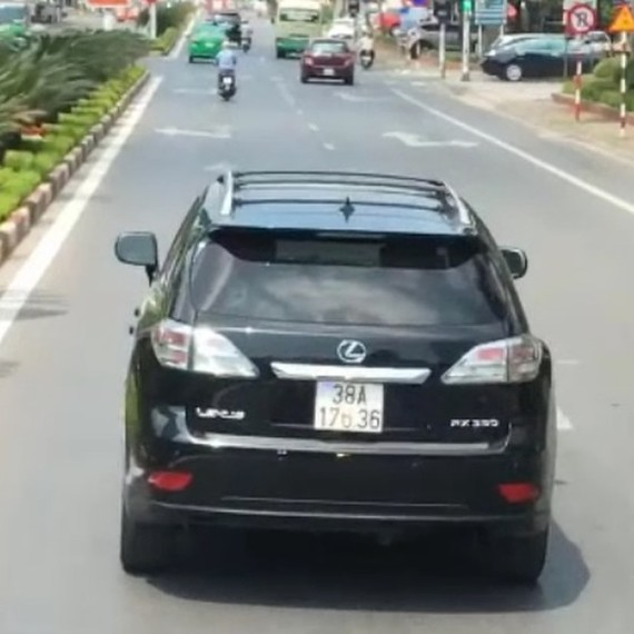 Lexus car was seen in a video going viral on social media (Photo: SGGP)