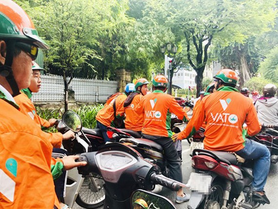 Vato, a new taxi service recently operating in Vietnam and is a typical example of a business in the digital economy. (Photo: SGGP)