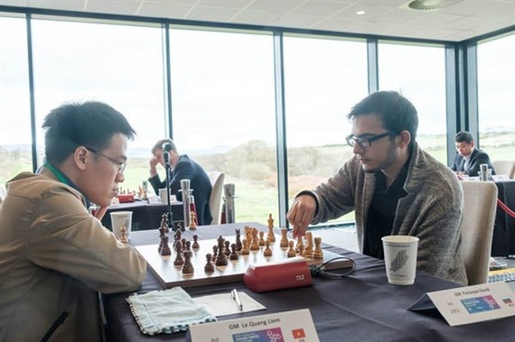 Grandmaster Le Quang Liem (L) plays GM David Pavaryan in their last match at the Grand Swiss 2019. (Photo courtersy of organiser)