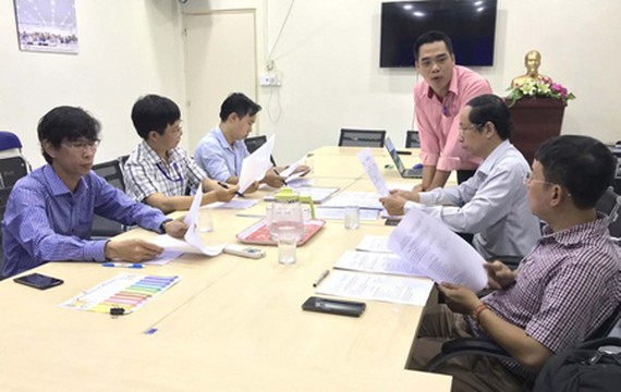 The Judge Board is evaluating papers of the first category. (Photo: SGGP)