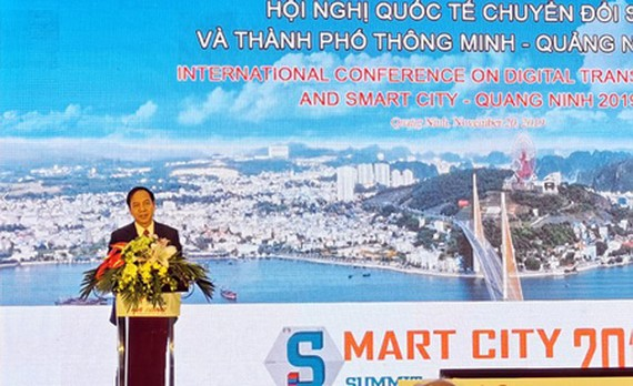 Standing Vice Chairman of the Quang Ninh Province People's Committee Dang Huy Hau delivered his speech