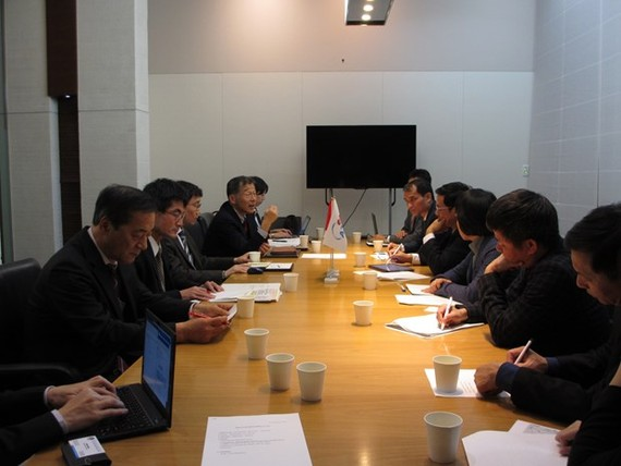 The working session between the delegation of the General Department of Natural Disaster Prevention and Control and JICA experts (Photo: VNA)